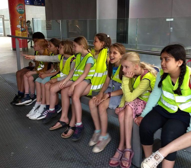 De kinderen bezochten het station van Antwerpen