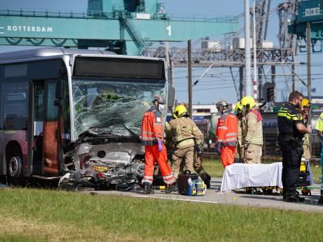 Automobilist overleden na botsing met RET-bus bij Pernis