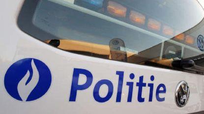 Jongeren spelen met bommetjes, auto beschadigd