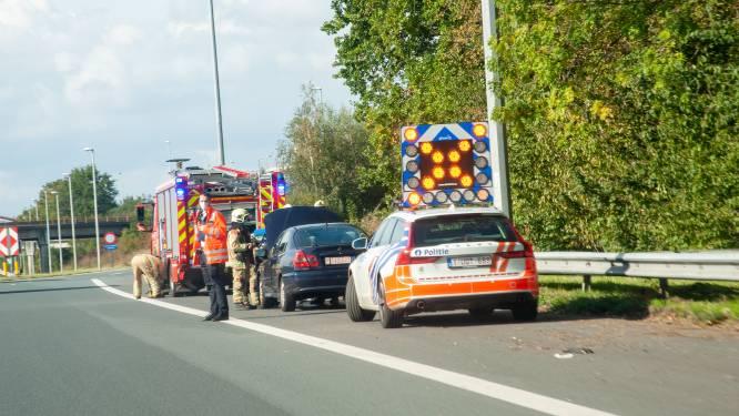 Wagen vat vuur op E40 maar schade beperkt