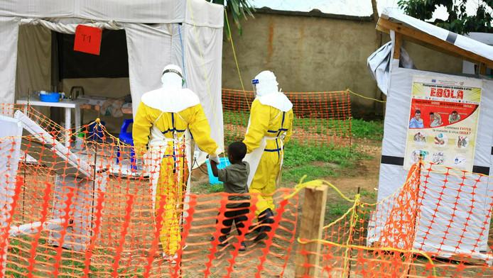 Des soigneurs avec un enfant touché par le virus Ebola, Beni, au Congo, le 9 septembre 2018.