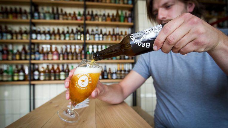 Met name in Amsterdam zijn meer mensen hun eigen bier gaan brouwen en verkopen Beeld anp