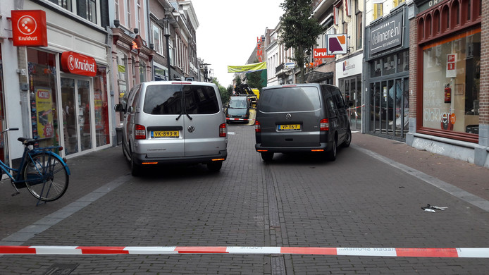 Onderzoek na de ramkraak in de Hoogstraat in Wageningen.
