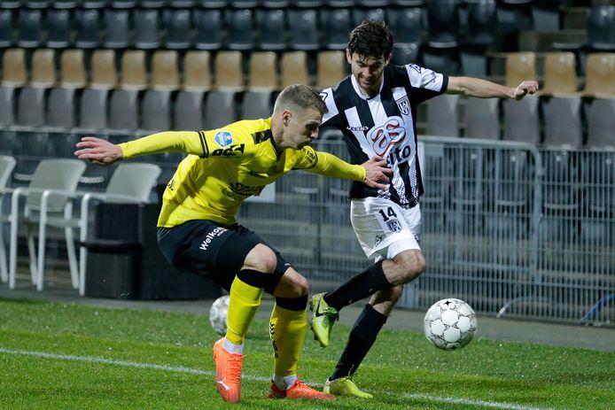Heracles-aanvaller Luca de la Torre kreeg ook tegen VVV de voorkeur op de linkervleugel. Delano Burgzorg zat op de bank.