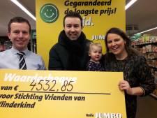 Ruim 4500 euro opgehaald voor Stichting Vlinderkind dankzij oliebollen- en flessenactie