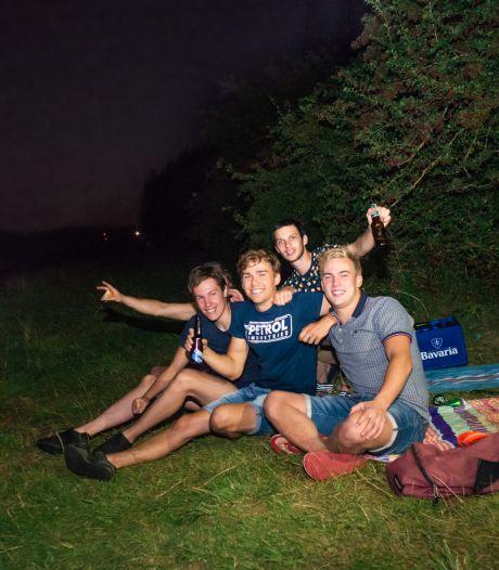 De Rijnoever bij nacht is Wageningse jongeren wel een boete waard
