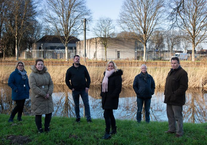 Buurtbewoners willen straks niet uitkijken op een 'thermosfles' van 18 meter hoog aan de Symfonielaan in Nieuwegein.