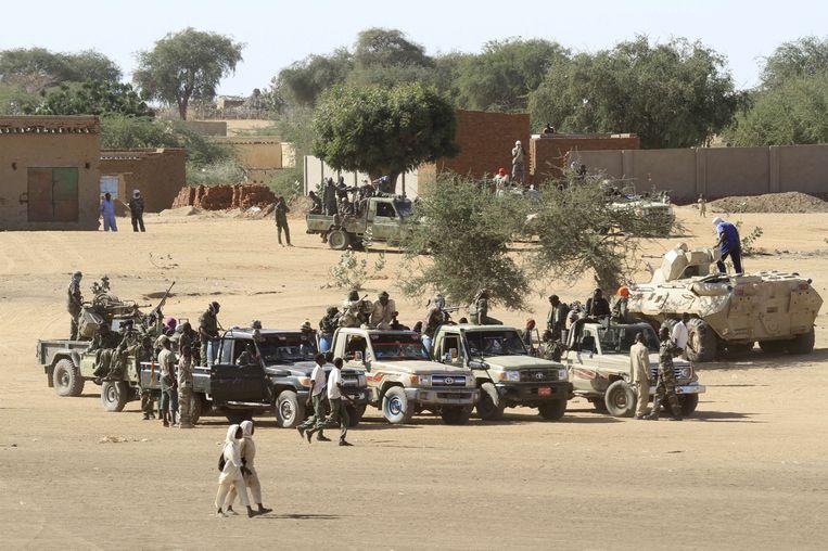 Soedanese soldaten in het dorp Tabit, in het noorden van de Soedanese regio Darfur. Beeld AFP