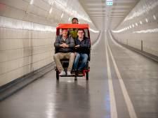 Per riksja door Maastunnel sjezen: een nieuw toeristisch uitje?