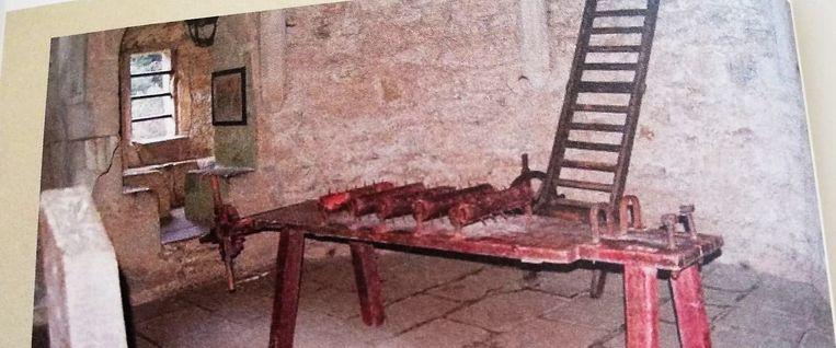 Een voorbeeld van een pijnbank en ladder zoals die waarschijnlijk in Tienen gebruikt werden.