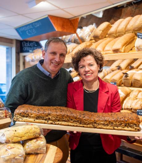 In Almelo halen mensen weer brood bij de bakker, in plaats van bij de supermarkt