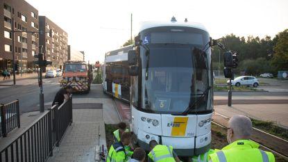 Zeker tot morgen geen tramverkeer tussen centrum Antwerpen en Linkeroever door beschadigde bovenleiding