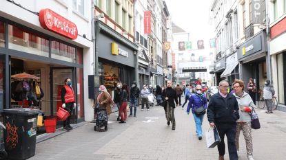 Wachtrijen aan Primark, Action en Kruidvat, relatief druk in de stad