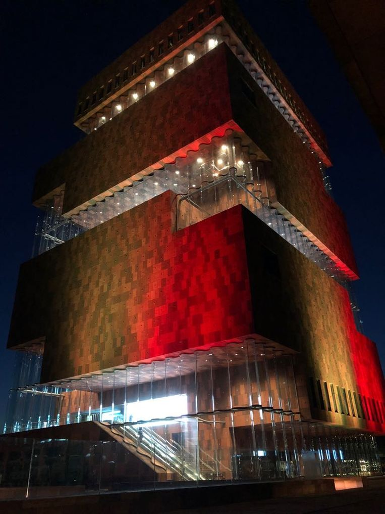 Het MAS in Antwerpen is nog tot maandagochtend verlicht in de driekleur.
