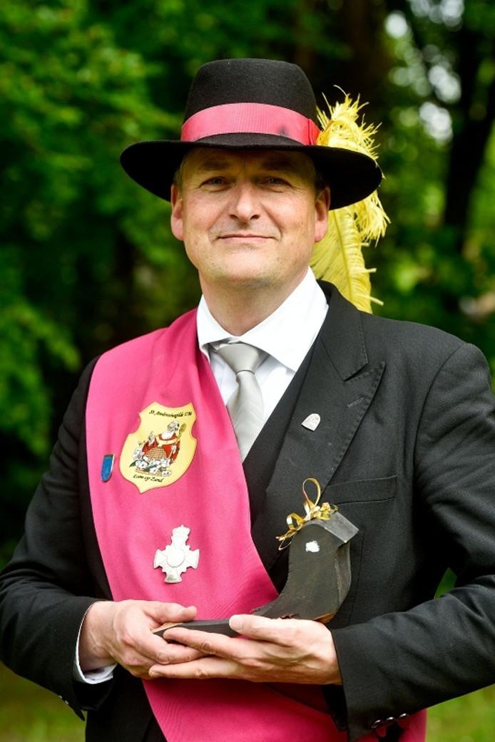 Frans Basters was degene die na 195 schoten de vogel uiteindelijk van de boom afschoot.
