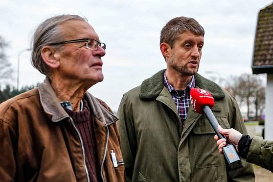 Eigenaar Cees Engel en zoon Jan worden geïnterviewd door Hart van Nederland.