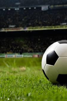Scheidsrechter slaat voetbaltrainer bloedneus bij jeugdduel in Elst