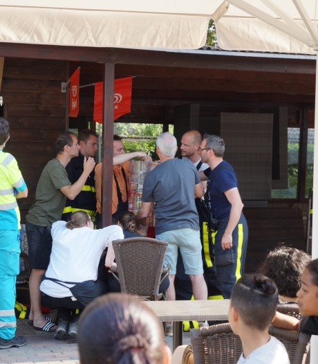 Jongetje (6) zit met vinger vast in chipsautomaat in Loon op Zand, gewond naar het ziekenhuis