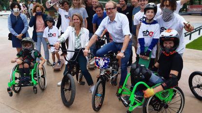 Gentse burgemeester krijgt wind van voren voor groepsfoto met Ben Weyts zonder mondmaskers