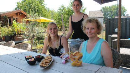 Koekjes en cake om gezin te steunen