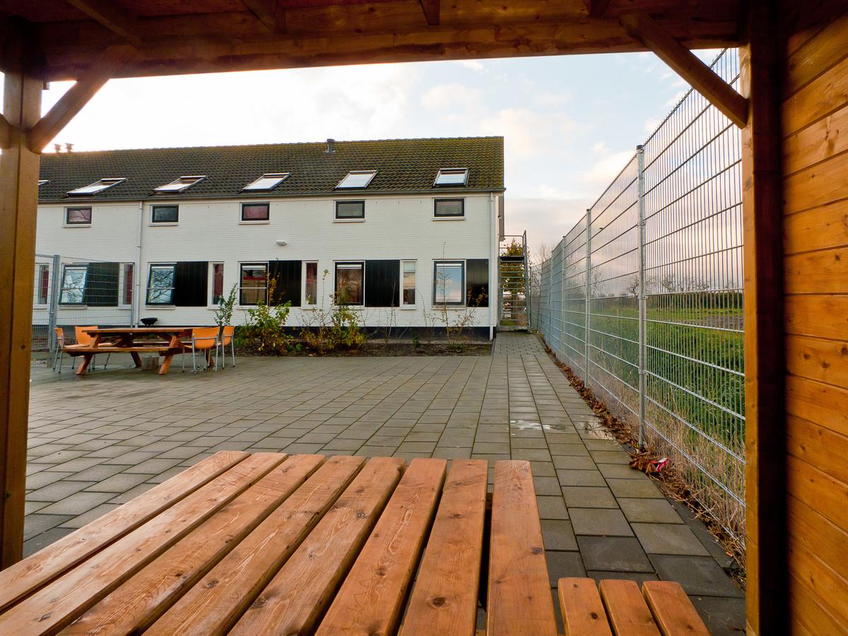 De Vliethoeve in Kortgene krijgt er, door sluiting van een locatie in Oosterhout, in één keer een flink aantal bewoners bij. Dat zorgt voor onrust op Noord-Beveland.