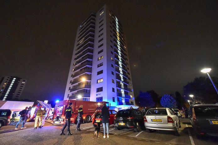 In de kelderbox van flatgebouw Munt in Apeldoorn is vannacht brand ontstaan. De eerste etage moest worden ontruimd vanwege de rook.