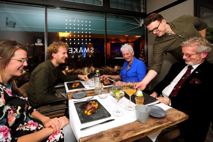 """20181220 -  Breda - Gastheer & eigenaar Arris Boogaard in zijn zaak """"Smaken"""" aan de Ginnekenweg. FOTO: RAMON MANGOLD/PIX4PROFS"""
