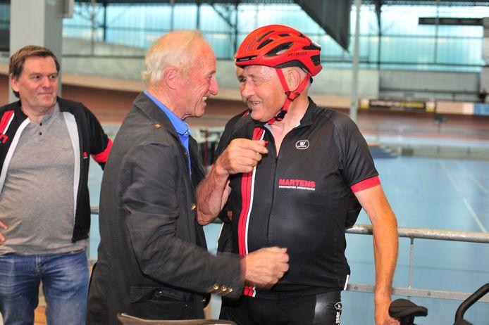 Jef Geerts kreeg felicitaties van de vorige recordhouder.