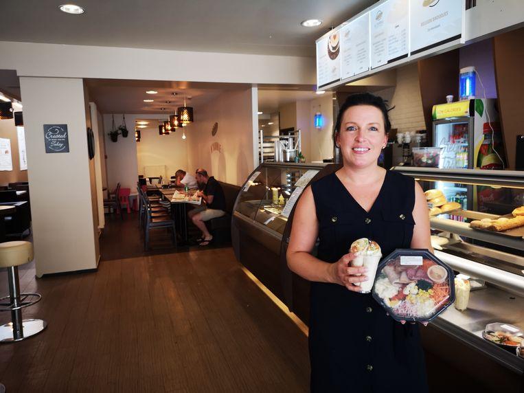 Meggie Vandendriessche in haar nieuwe broodjeszaak in de Marktstraat in Izegem.