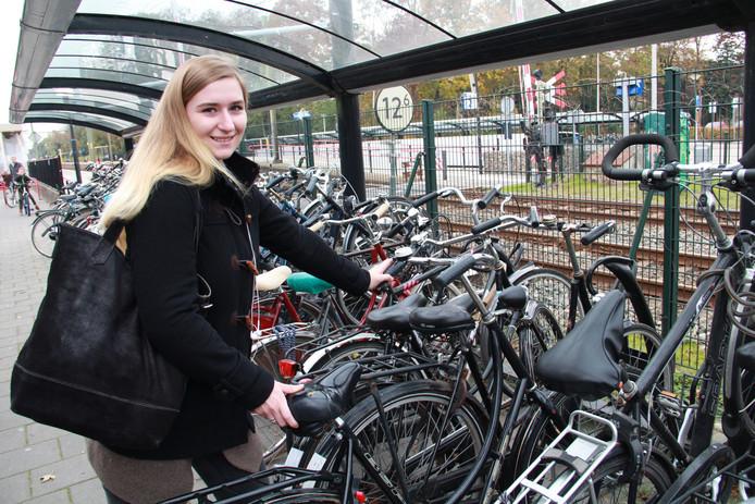 Annabelle Oomens vindt ook dat er iets moet veranderen in de fietsenstalling op het station van Etten-Leur.