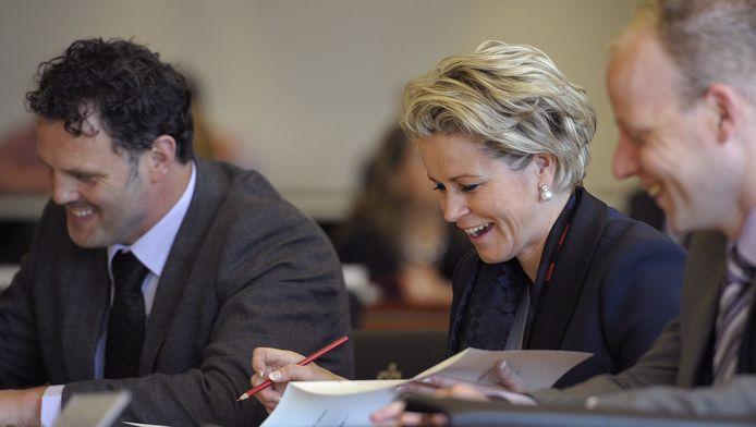 Cor Bosman (l) naast PVV-fractievoorzitster Laurence Stassen