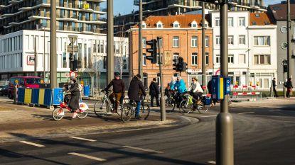 Antwerpen experimenteert met 'vierkant groen': alle fietsers en voetgangers steken tegelijkertijd over