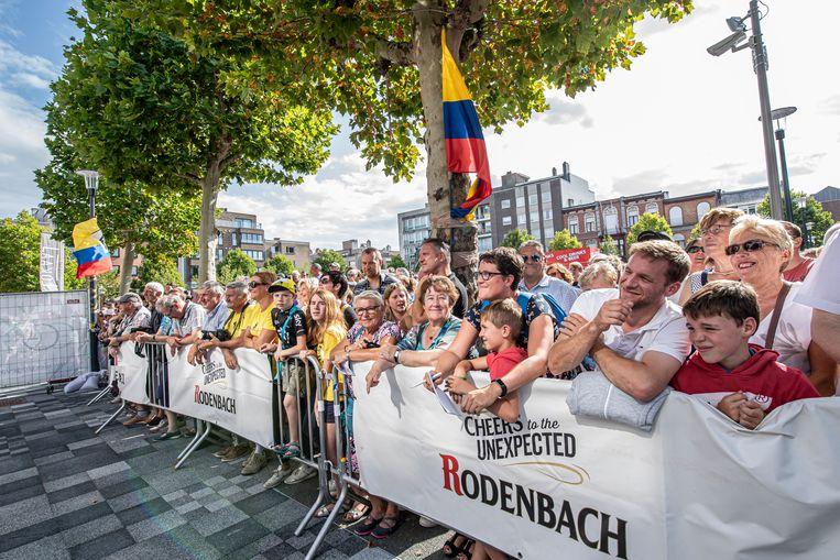 Veel volk op het Sint-Amandsplein.