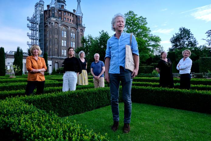 De organisatie van het woordfestival met Hendrik Jan Groeneweg op de voorgrond.