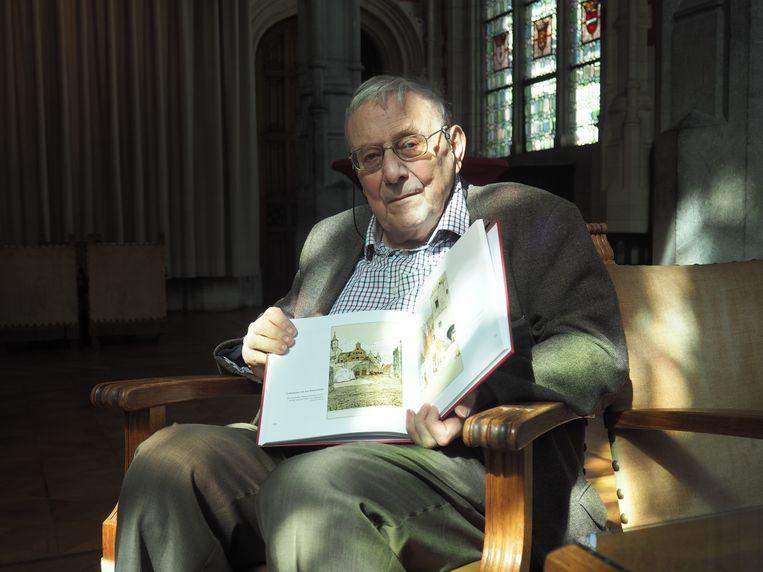 Marcel Kocken stelde 'Alfred Ost. Mechelen in prentkaarten'  voor in de Kolommenzaal in het stadhuis van Mechelen.