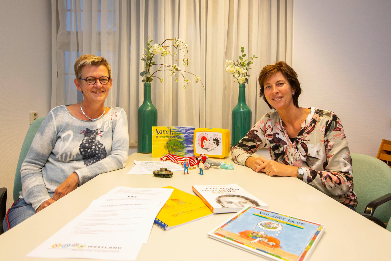 maatschappelijk werksters; Jose Ruijs en Trudy Ooms (links)
