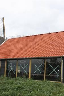 Nieuwe schuur in Wapenveld houdt dorsmachine droog