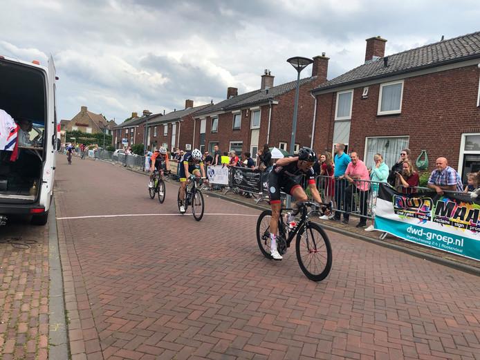 Limburger Thomas Rieff wint het NK voor vrije renners in Lepelstraat.