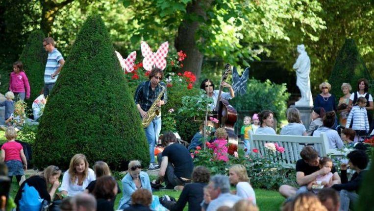 Picknicks tijdens een ZOOmeravond, vorig jaar. Foto © Artis Beeld