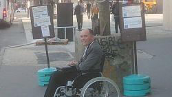 """""""Terminus! Iedereen eruit!"""": chauffeur gooit alle passagiers van zijn bus omdat ze geen plaats maakten voor rolstoelgebruiker"""