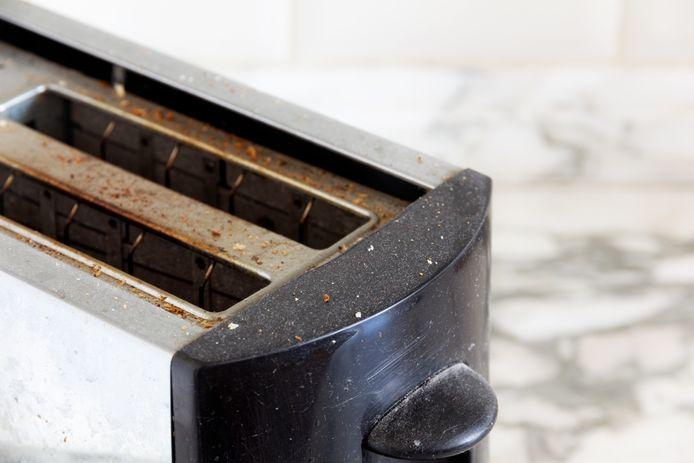 Het broodrooster schoonmaken, hoe doe je dat? Marja Middeldorp legt uit.