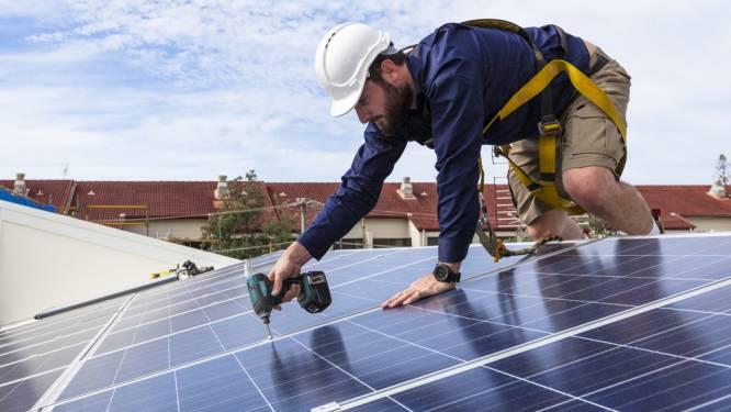 """Woonanker plaatst 13.500 zonnepanelen op 700 sociale woningen: """"De zon schijnt voor iedereen"""""""