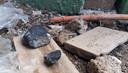 Na de explosie regende het zwarte stenen in het gebied.
