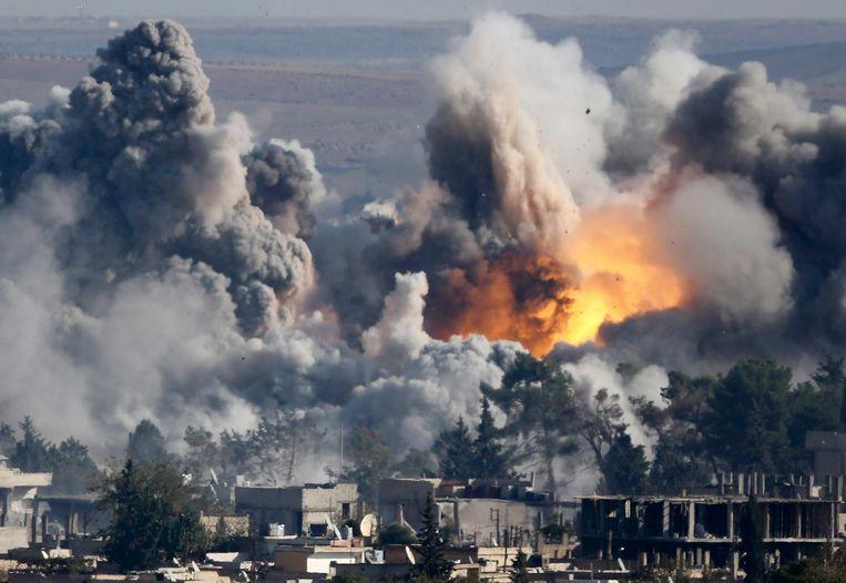 Archiefbeeld: Bombardementen op de Syrische stad Kobani. Beeld REUTERS