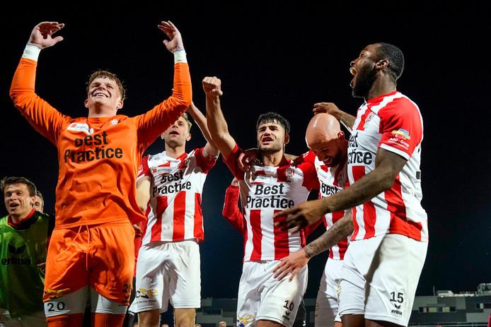 Vreugde bij TOP Oss afgelopen seizoen na het bereiken van de play-offs.