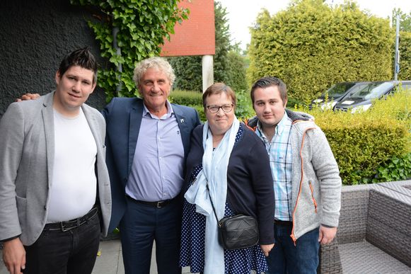 De initiatiefnemers Jonathan Bosman (links) en Robin Cammaert (rechts) samen met Jean-Marie Pfaff en Greet De Pauw.