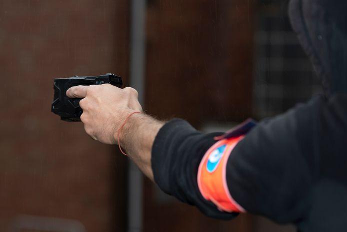Een stroomstootwapen van de arrestatie-eenheid van de politie.