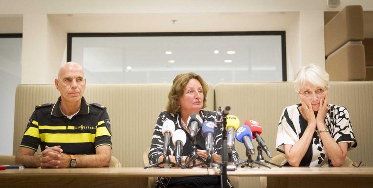 (VLNR) Peter van Leeuwen van de politie, burgemeester Liesbeth Spies en Kitty Nooy van het Openbaar Ministerie staan de pers te woord. Beeld anp