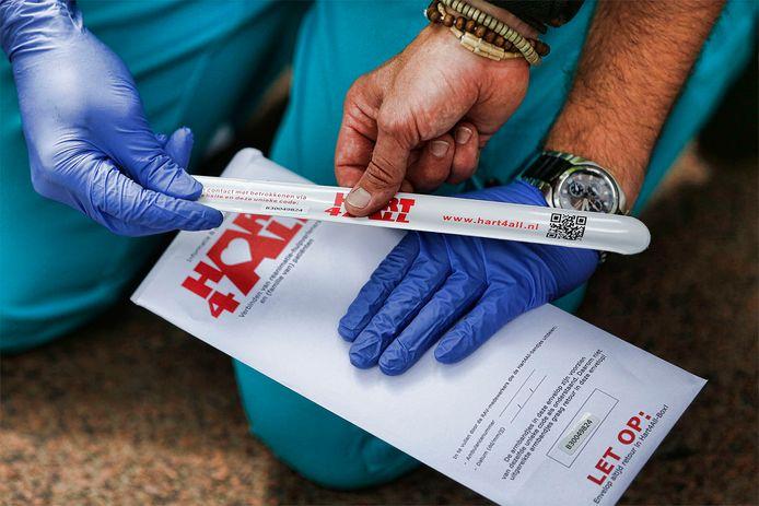 Zowel hulpverleners als patiënten krijgen een polsbandje aangeboden
