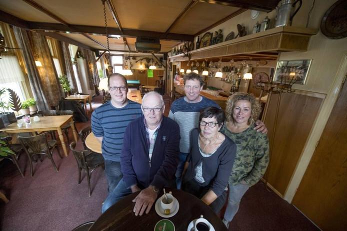 Herman en Anny Krukkert hebben café De Ster verkocht aan Gerrit en Karin Stokvis.